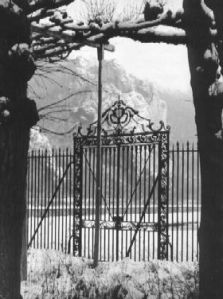 cfp--orangeries-gate-under-snow-at-freyr
